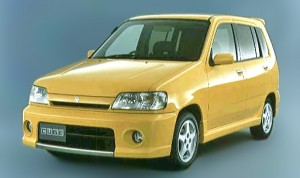 Nissan Cube Z10 Yellow version